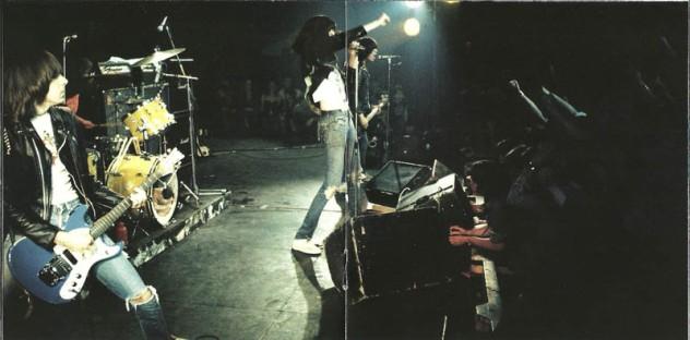 Ramones - 2002 The Chrysalis Years Anthology 8